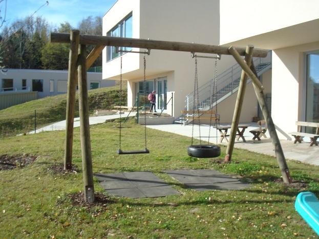 Детска площадка пред градината