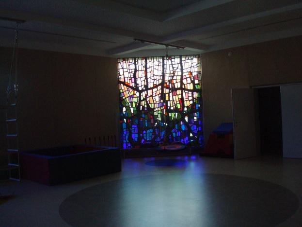 Интериор - доколкото разбрах стъкленият витраж е запазен от стара базилика, която е била съществувала на същото място и настоящем е интегриран в интериора