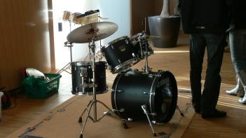 Част от музикалните инструменти в музикалната зала